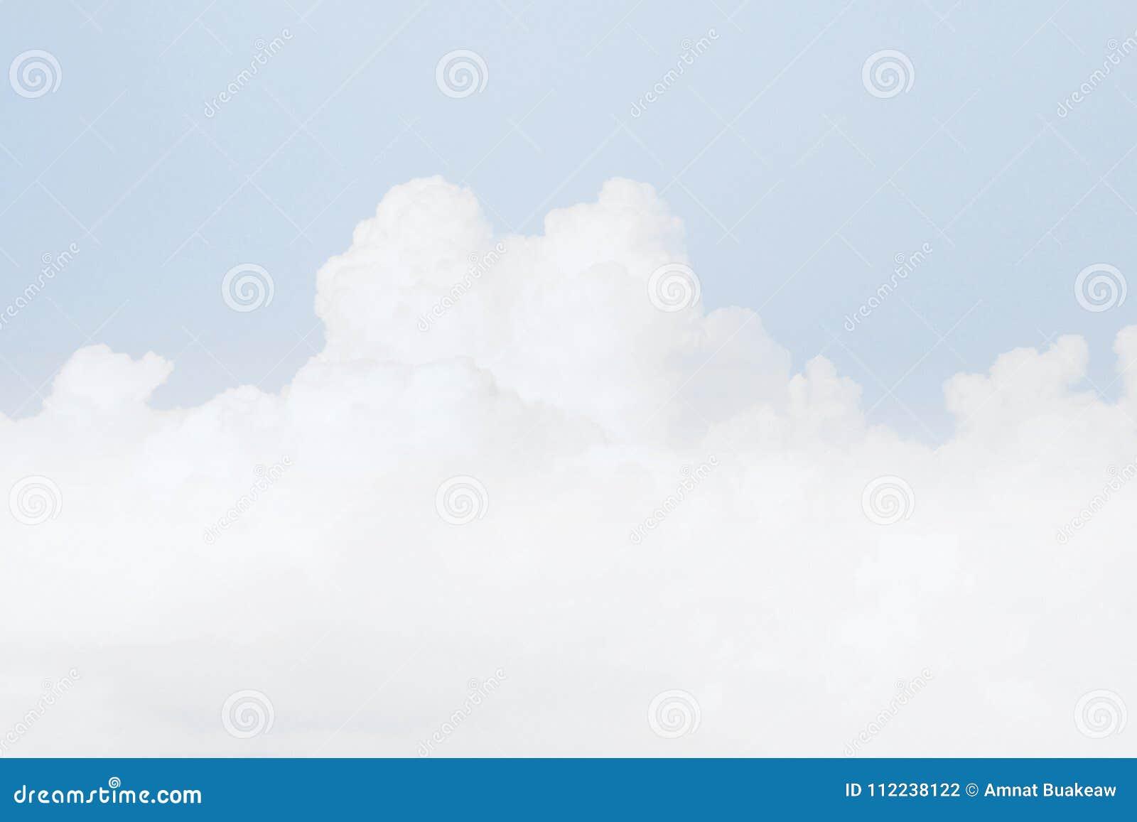 天空软的云彩,天空淡色蓝色颜色软的背景