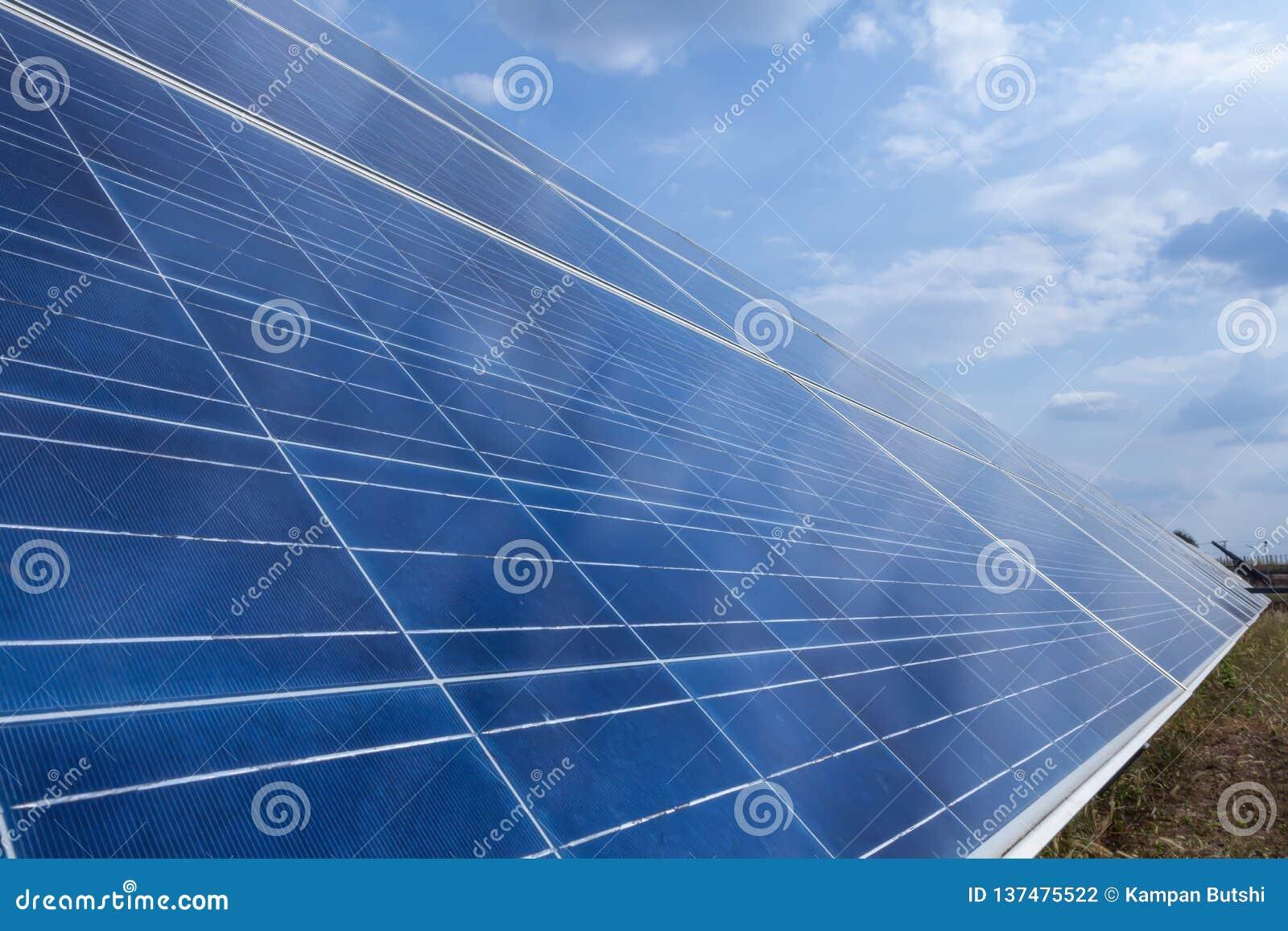 太阳电池板,供选择的电来源-能承受的资源的概念和这是可能引起的一个新的系统