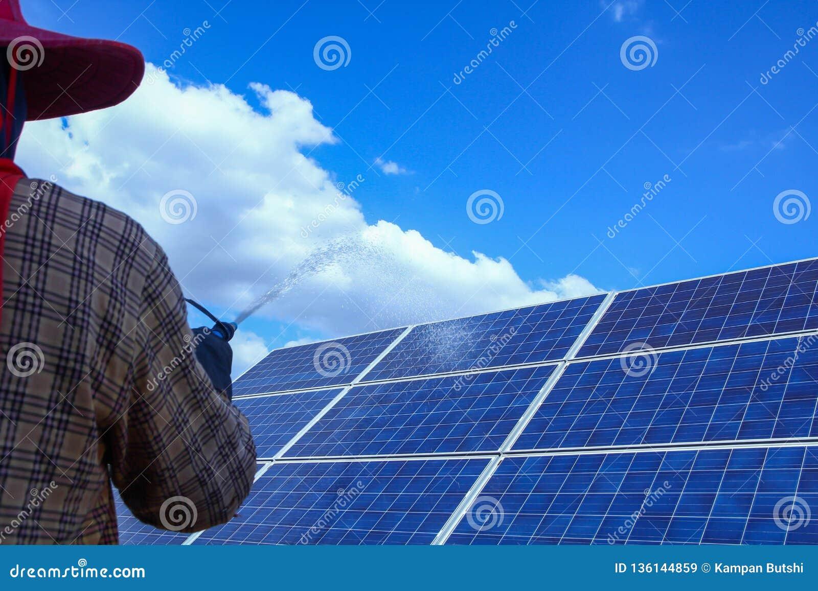 太阳电池板,供选择的电来源-能承受的资源的概念,这的太阳跟踪系统,清洗的意志