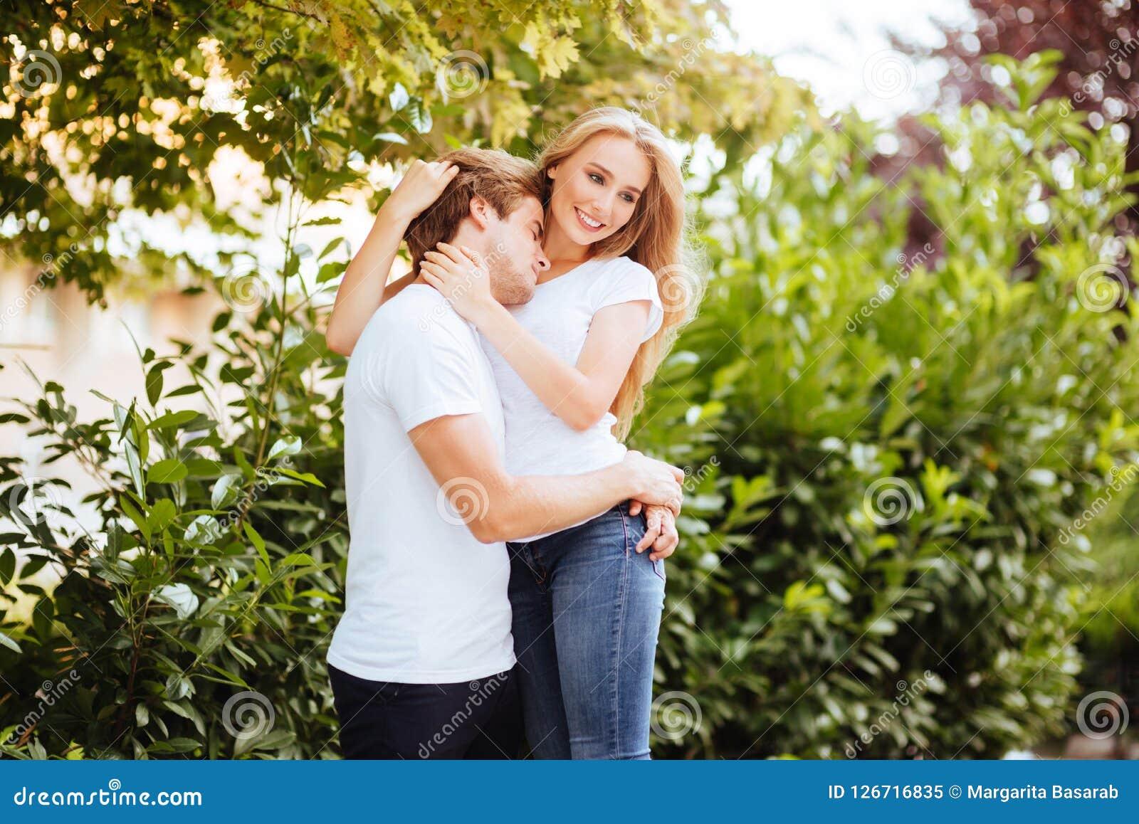 夫妇公园微笑