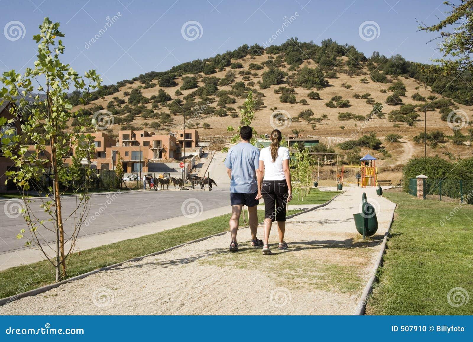 夫妇发展郊区走