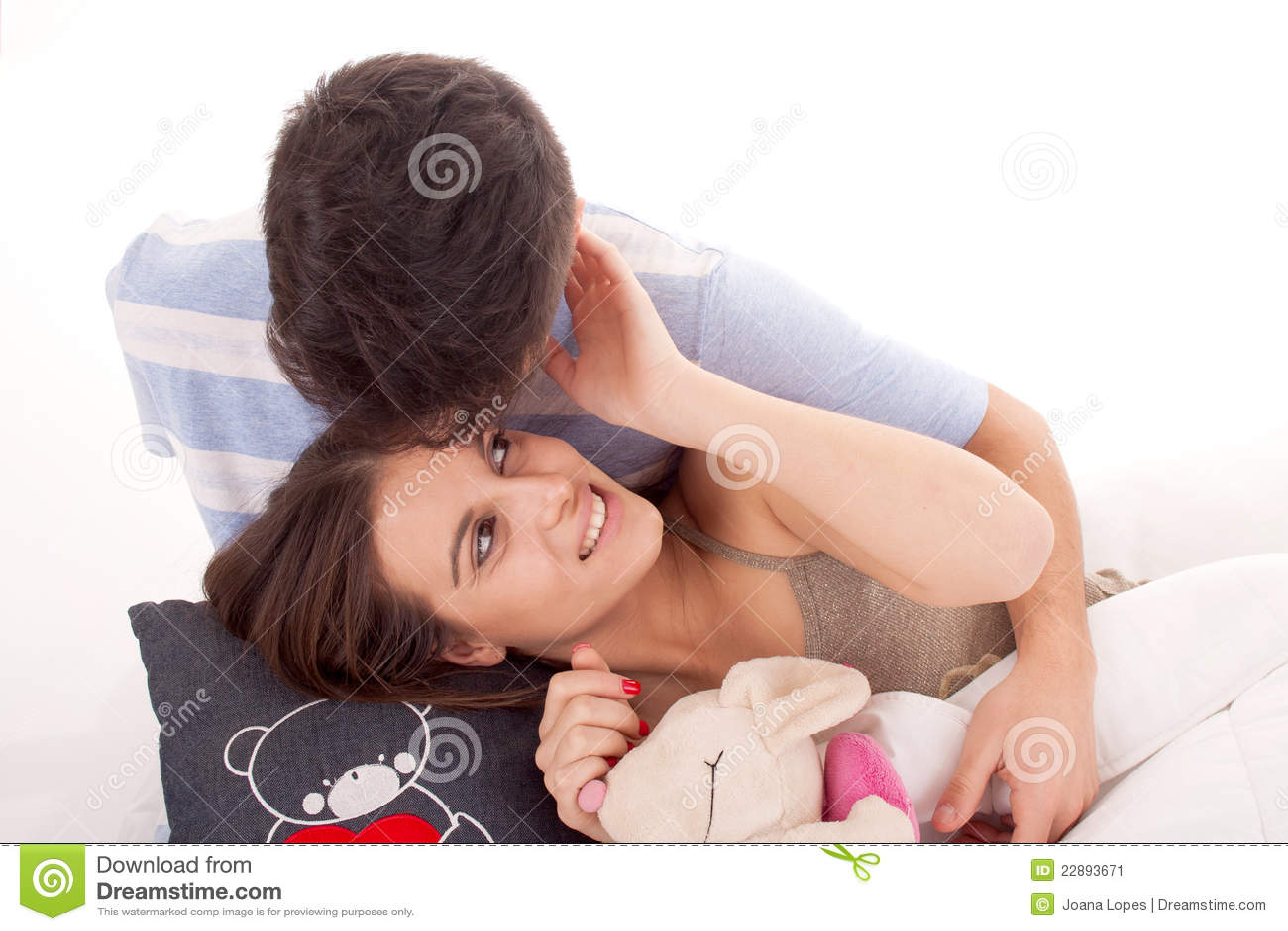 夫妇愉快的放松的年轻人