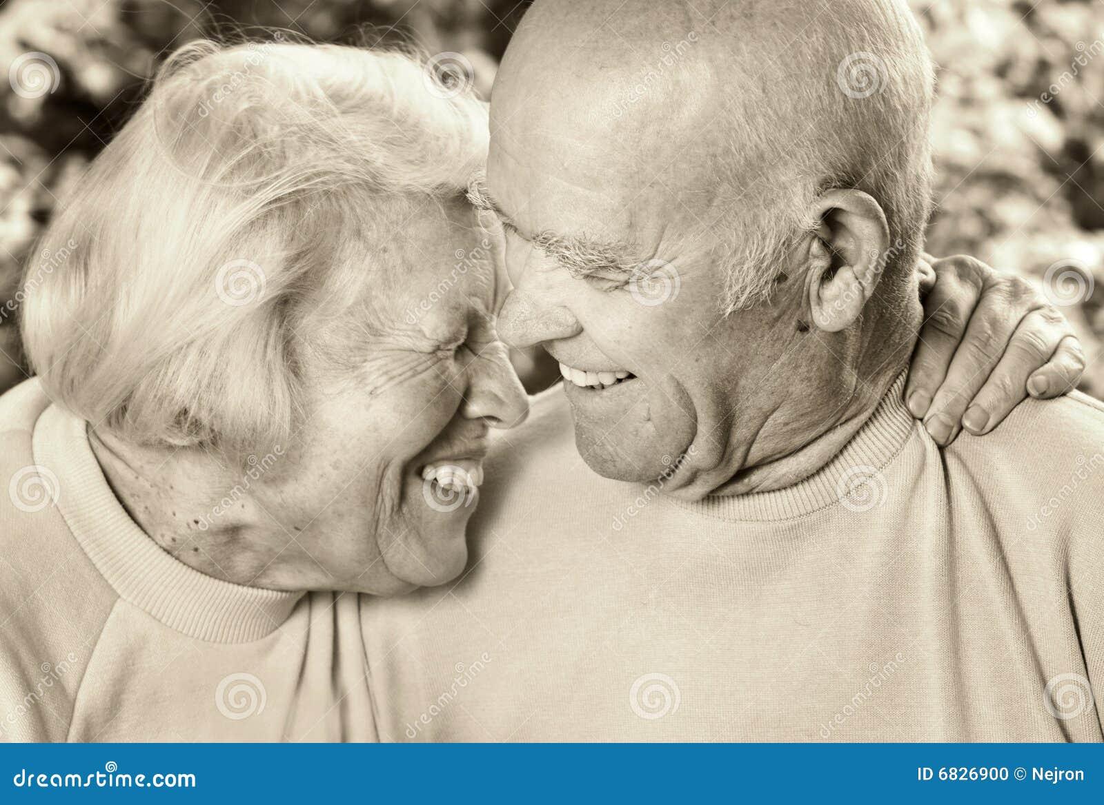 夫妇愉快的爱前辈
