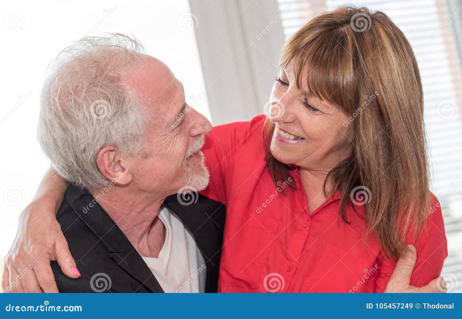 夫妇愉快的纵向前辈
