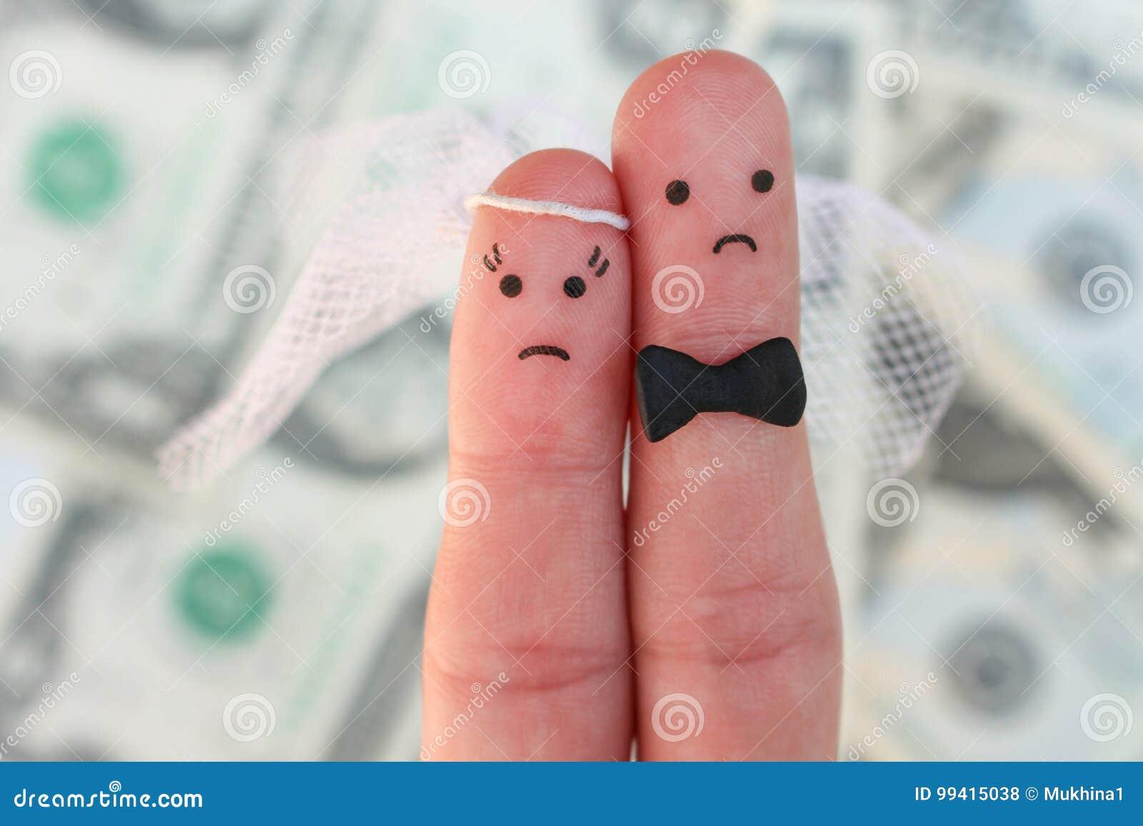 夫妇手指艺术在金钱背景的  婚礼、妇女和人的概念需要结婚,但是他们穿上` t要