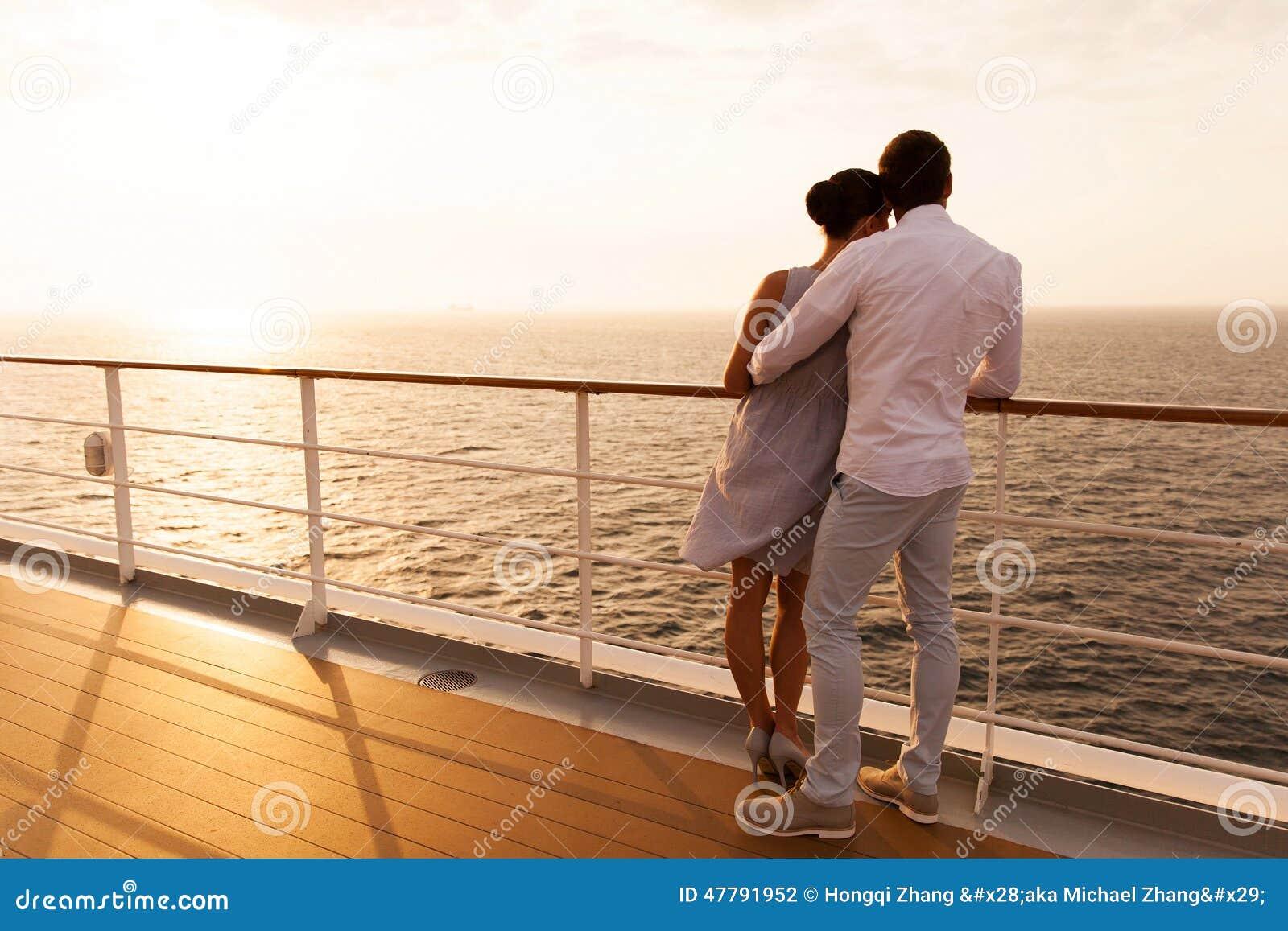 夫妇日落巡航