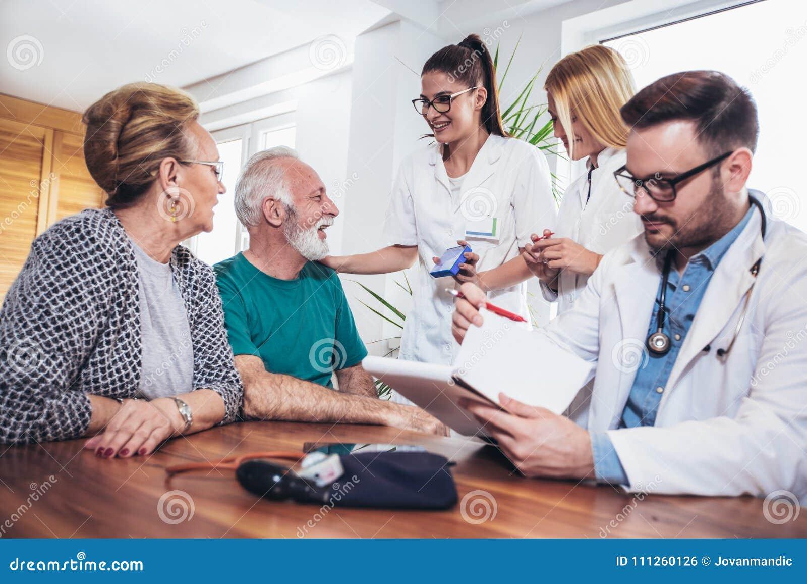夫妇论述健康前辈访客