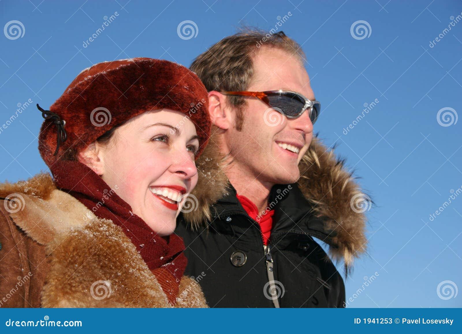 夫妇面对配置文件冬天