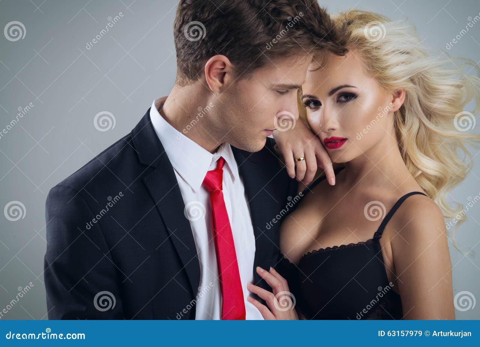 夫妇黑暗的梦想的亲吻照片乌贼属微笑定调子年轻人