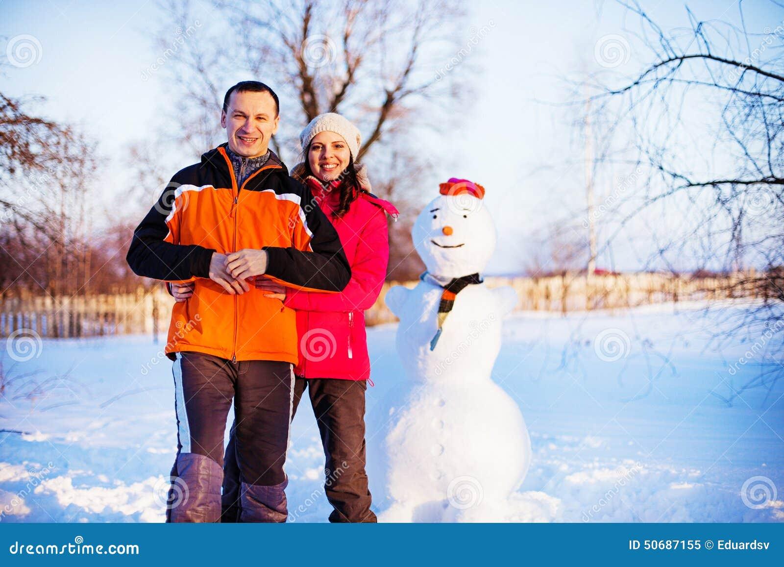 Download 夫妇 库存图片. 图片 包括有 户外, 幸福, 微笑, 纵向, 其它, 妇女, 女性, 照相机, 查找, 农村 - 50687155