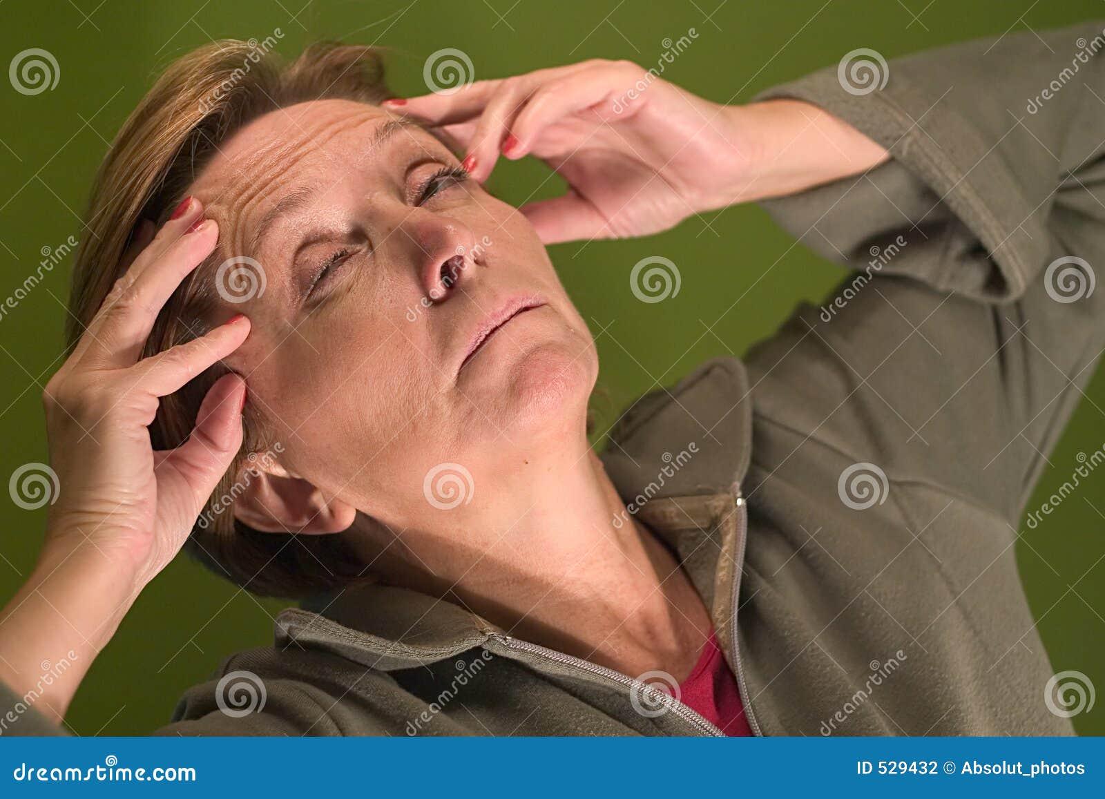 Download 头疼 库存照片. 图片 包括有 头疼, 不快乐, 不稳定, 医疗, 令人恶心, 恶心, 医学, 难受, 衣裳 - 529432