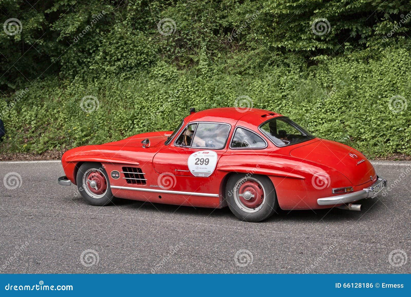 奔驰车300 SL在历史的种族Mille Miglia的W 198