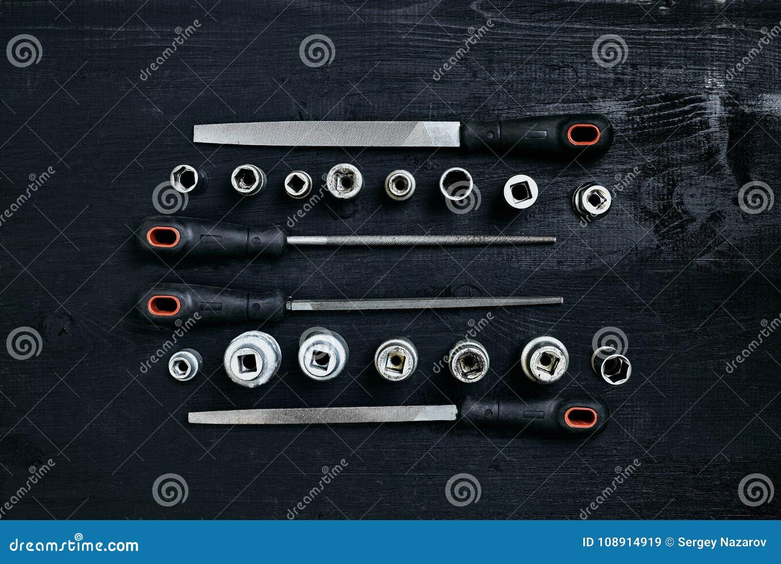 套工具凿子,在黑木背景的板钳