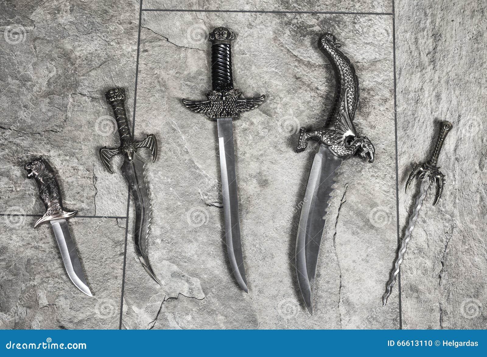 套战争刀子