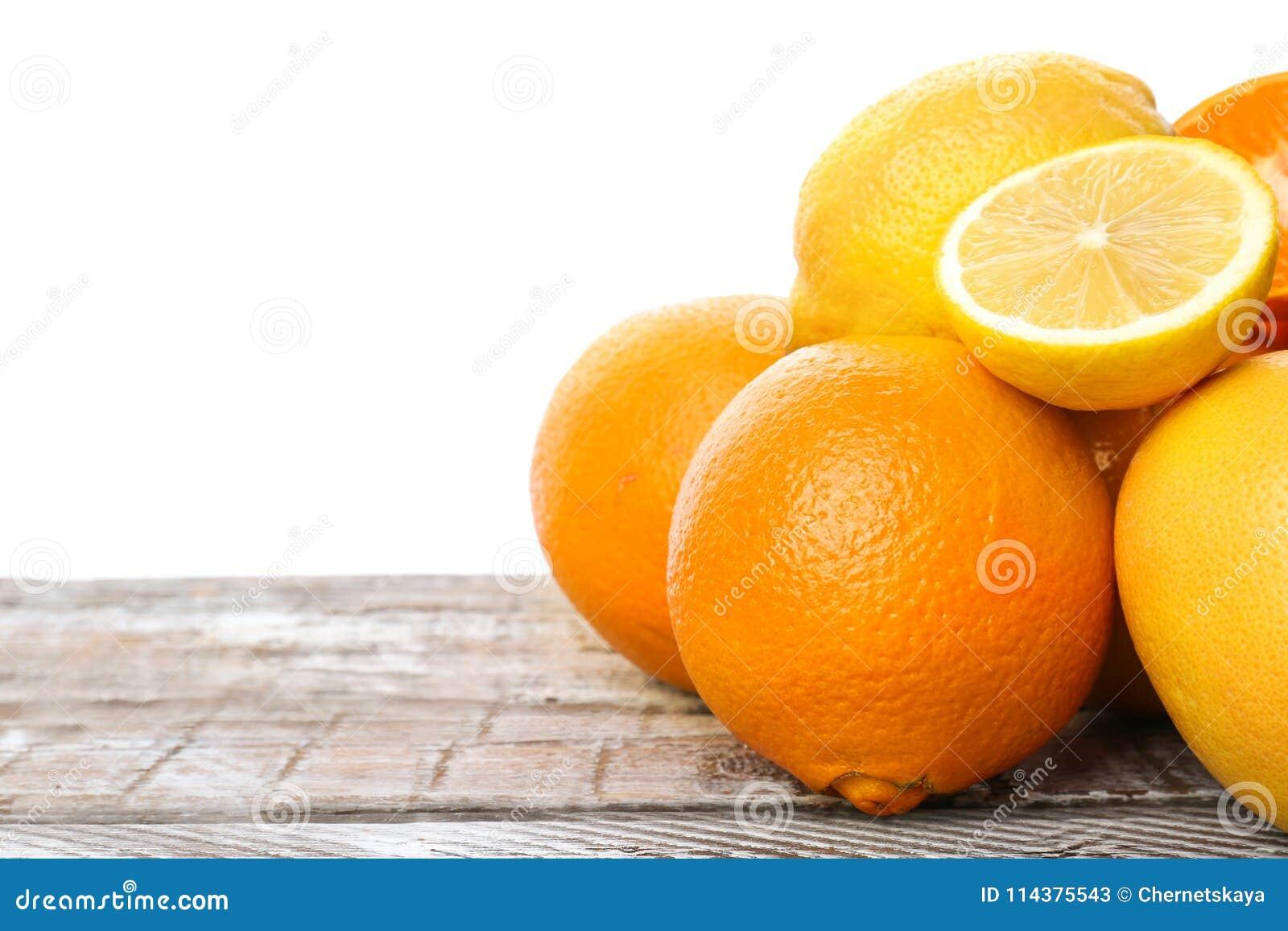 套新鲜的柑橘水果