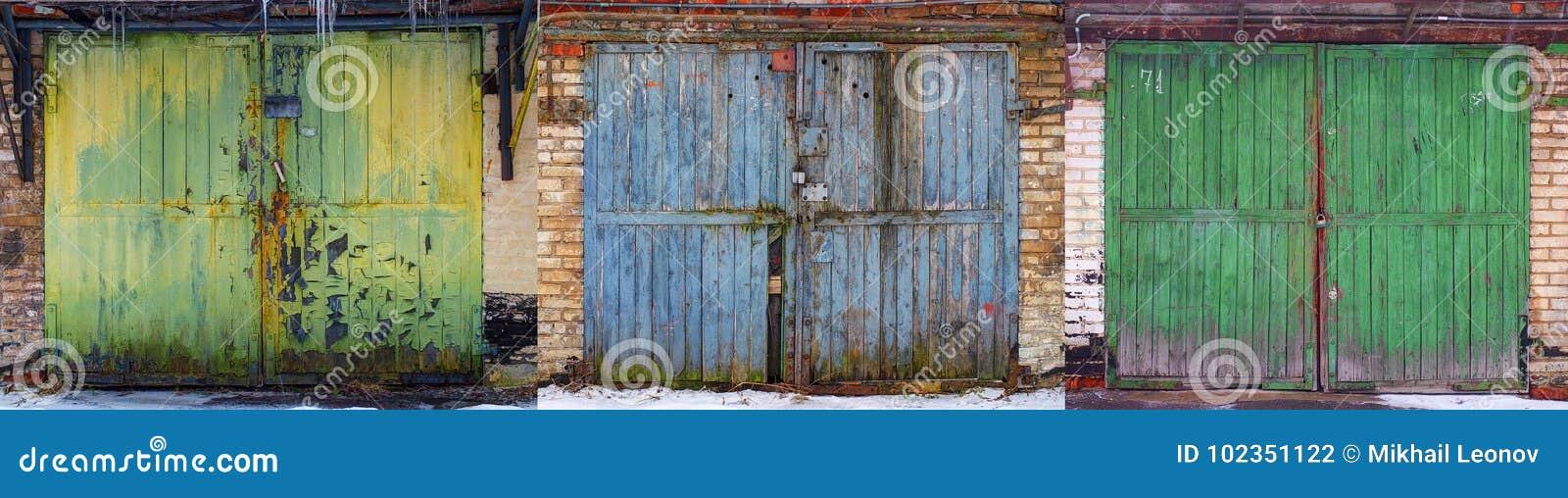 套过时破旧的穿戴老时尚汽车车库木门背景摘要样式纹理 古色古香的汽车老木头