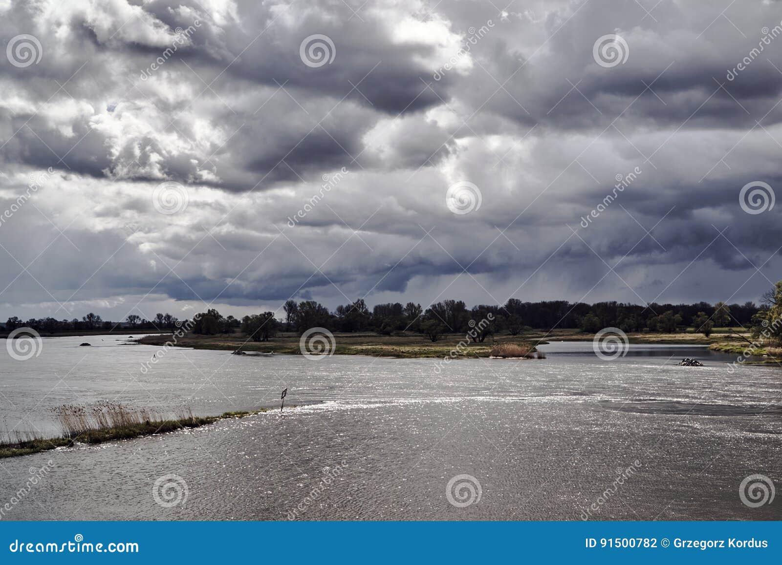 奥得河洪泛区在一个雨天