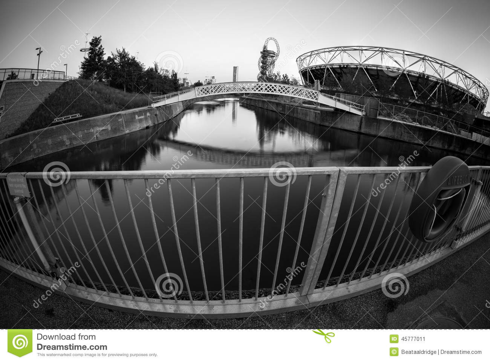 奥林匹克体育场的看法在奥林匹克公园,伦敦,黑白
