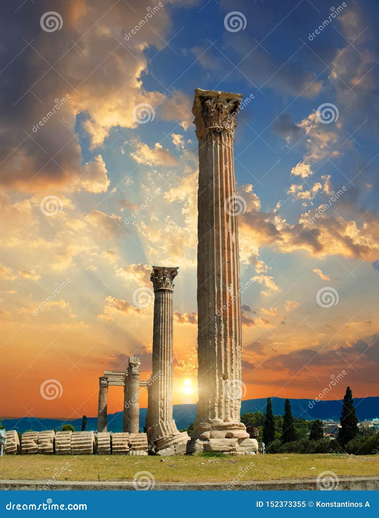 奥林山宙斯寺庙的专栏在雅典希腊