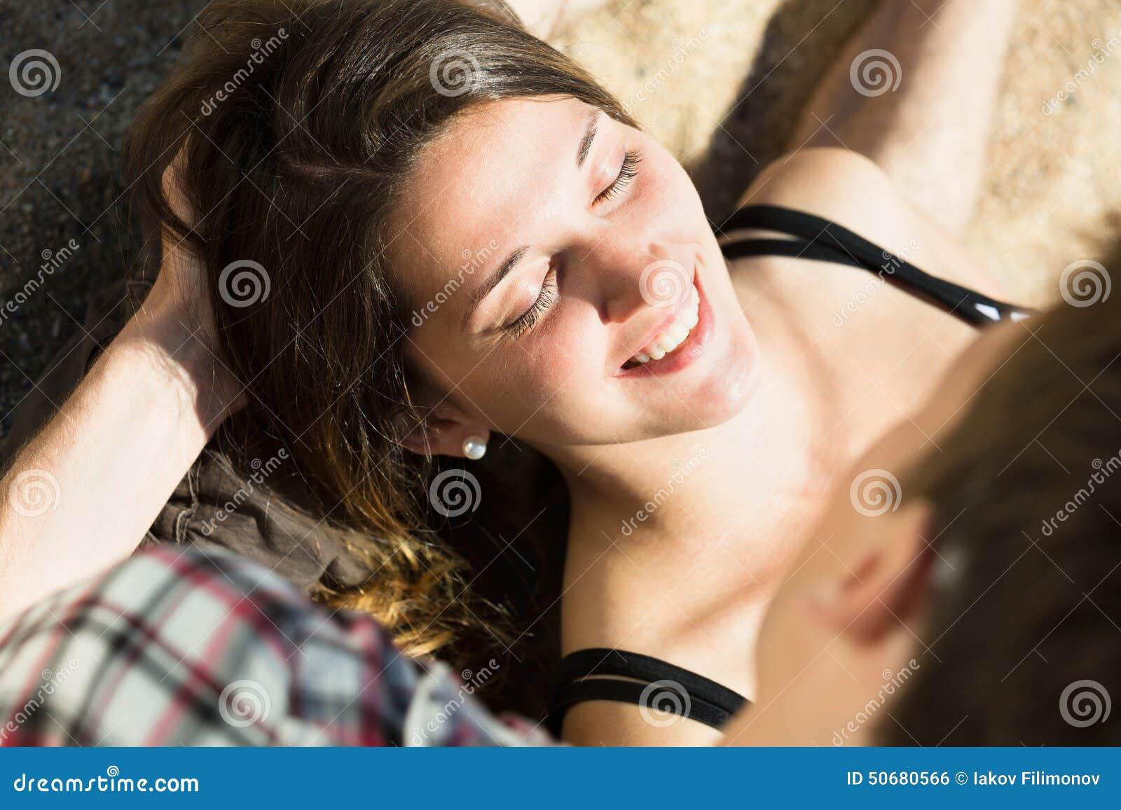 Download 女孩和她男朋友微笑 库存照片. 图片 包括有 人员, 人们, 幸福, 享用, 自由, 乐趣, 感觉, 女性 - 50680566
