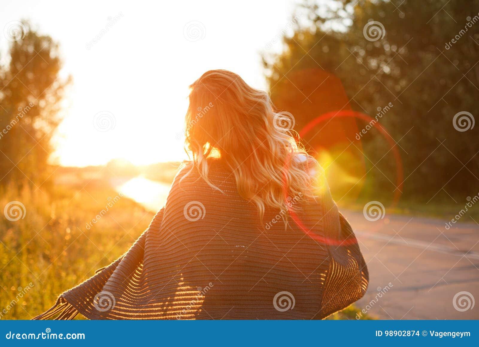 女孩和日落