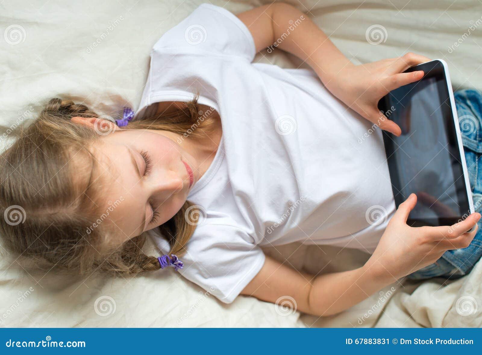 女孩少许个人计算机片剂