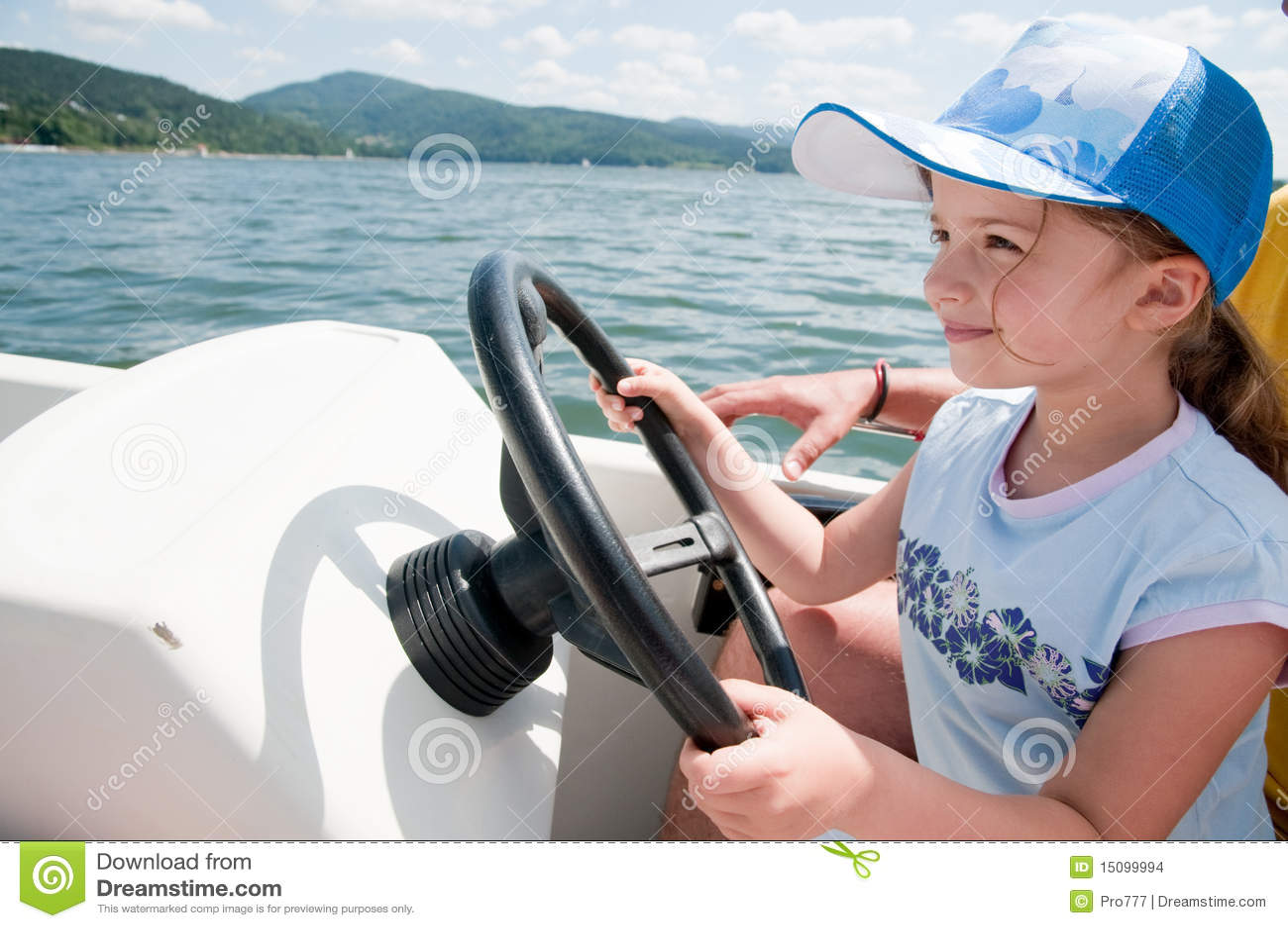 女孩少许汽艇