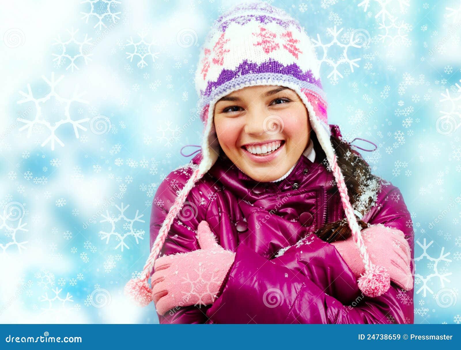 女孩微笑的冬天