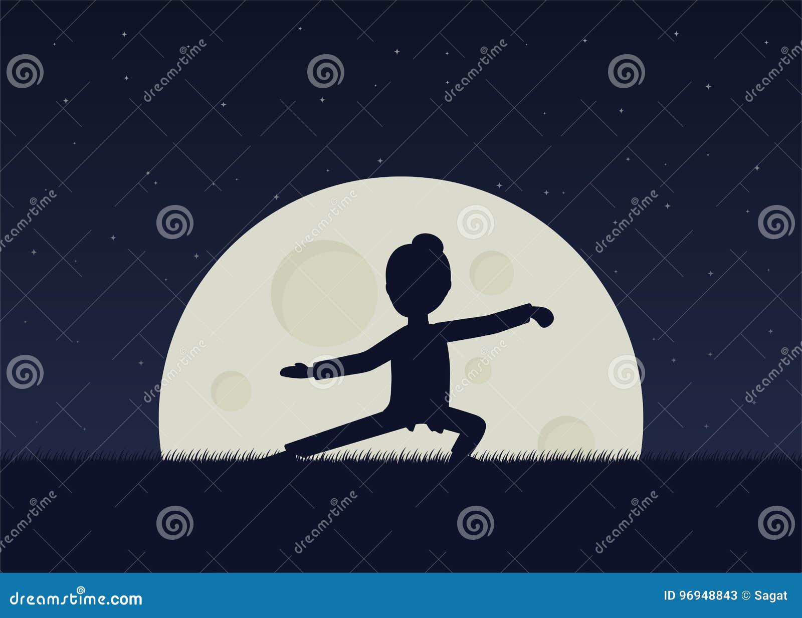 女孩执行的气功或taijiquan锻炼在晚上