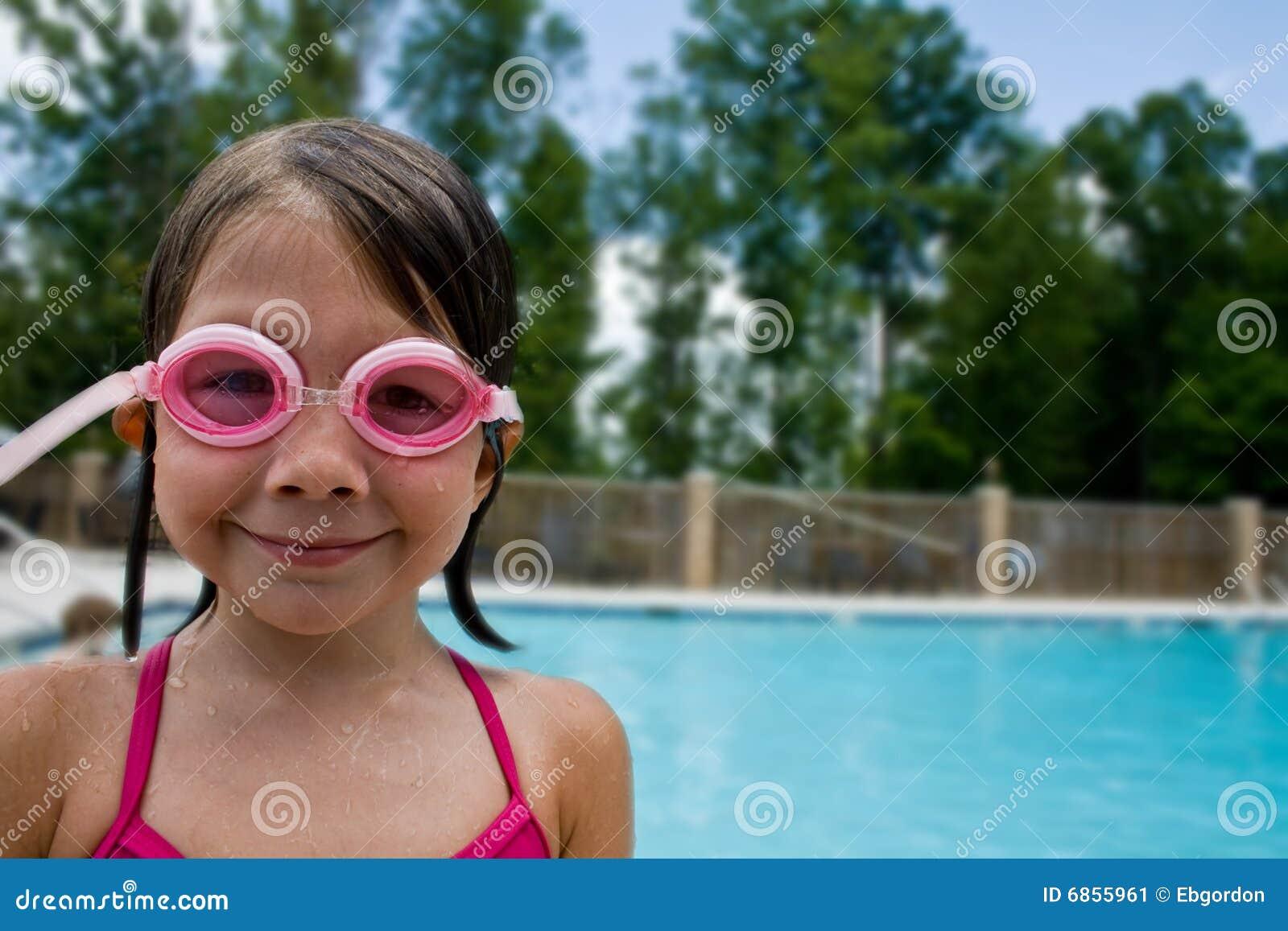 女孩游泳者