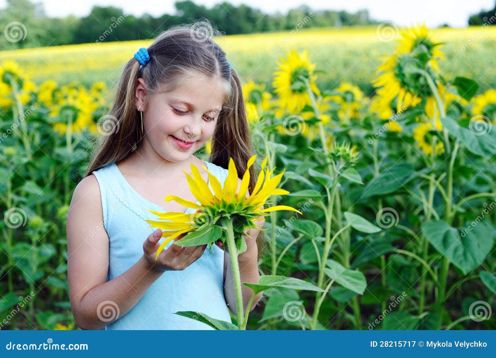 女孩用向日葵