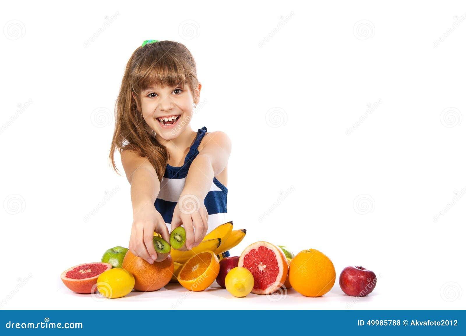 女孩用果子