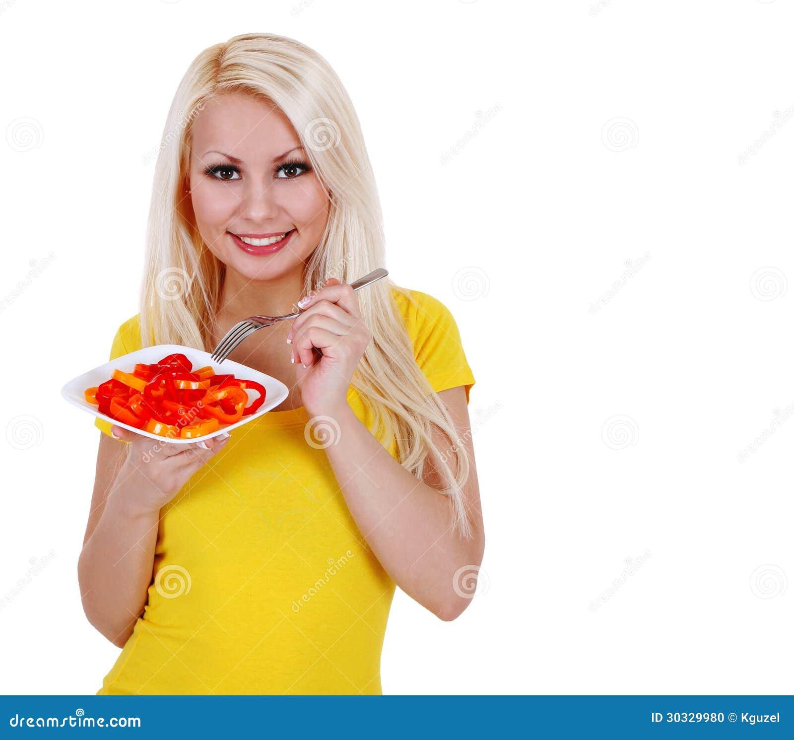 女孩用胡椒沙拉,白肤金发少妇吃健康被隔绝