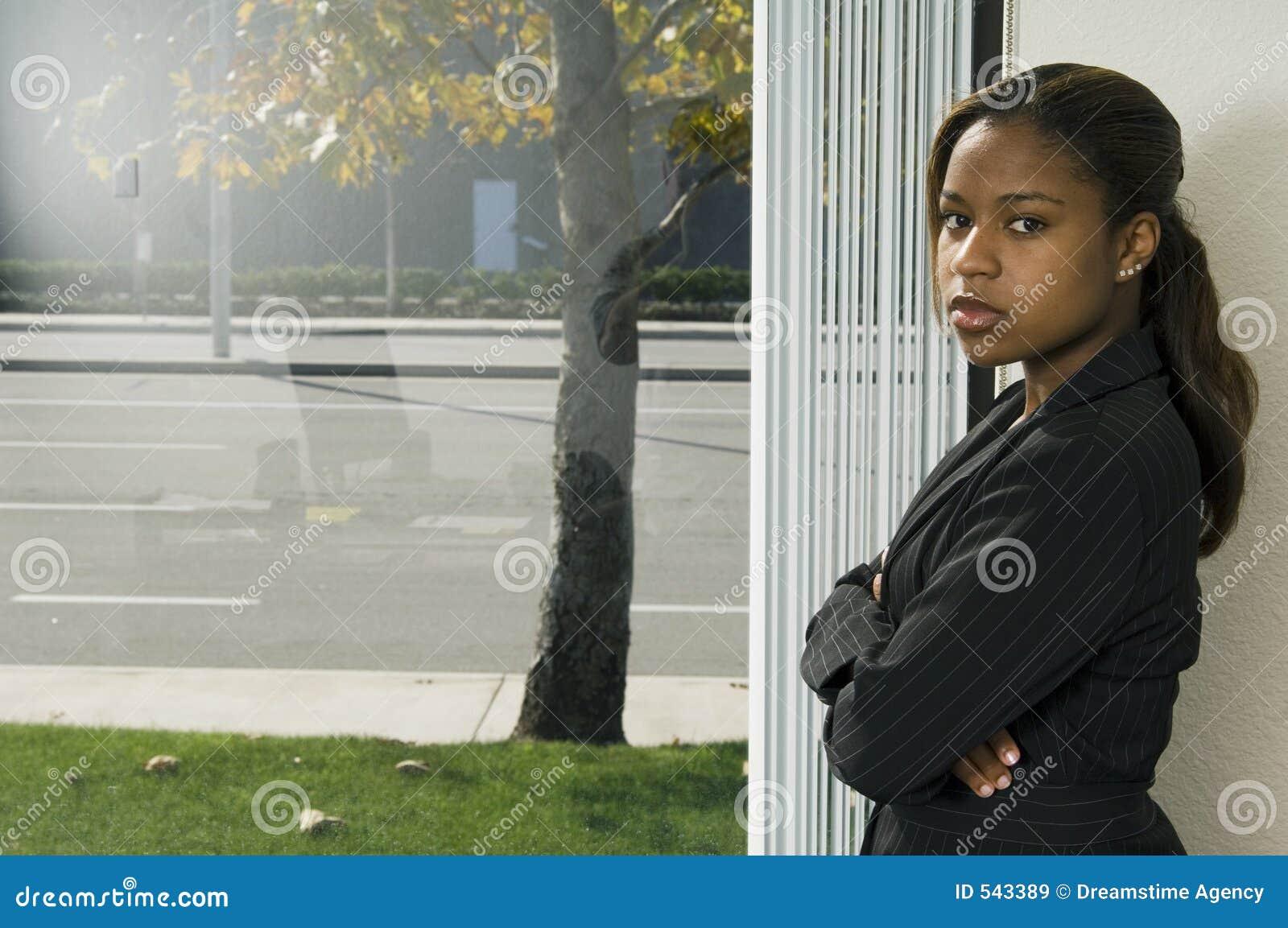 Download 女孩视窗 库存图片. 图片 包括有 强大, 视窗, 员工, 妇女, 大使, 文件, 确信, 清醒, 工作, 读取 - 543389