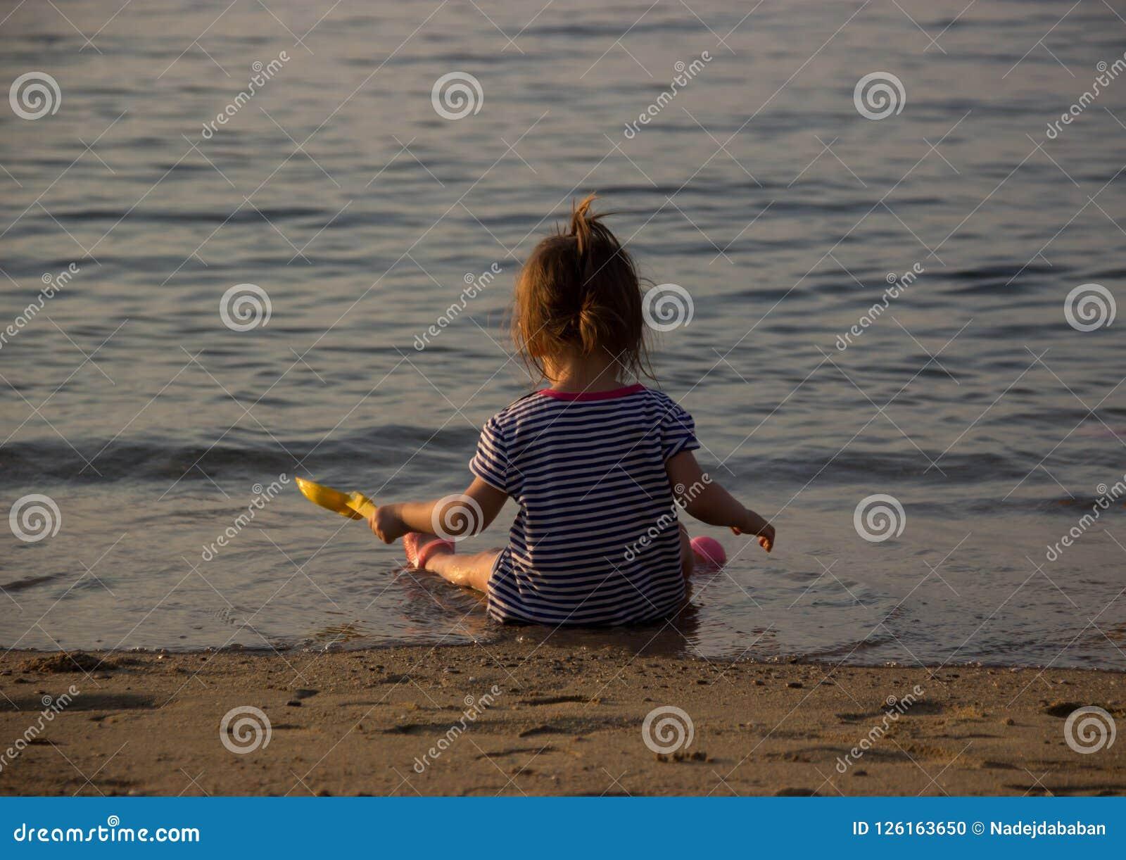 女孩seasiut海滩