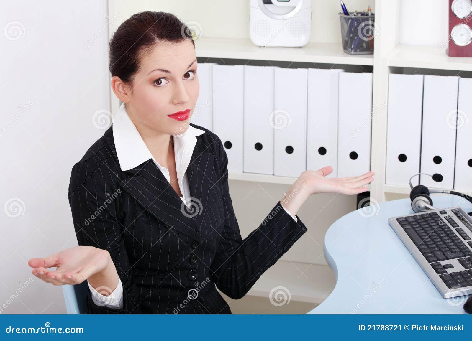 女实业家穿上打手势知道t对什么