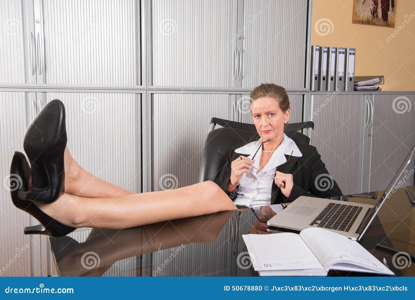 Download 女性厨师在办公室 库存照片. 图片 包括有 aglaia, 合同, 控制, 结果, 纵向, 计算机, beautifuler - 50678880