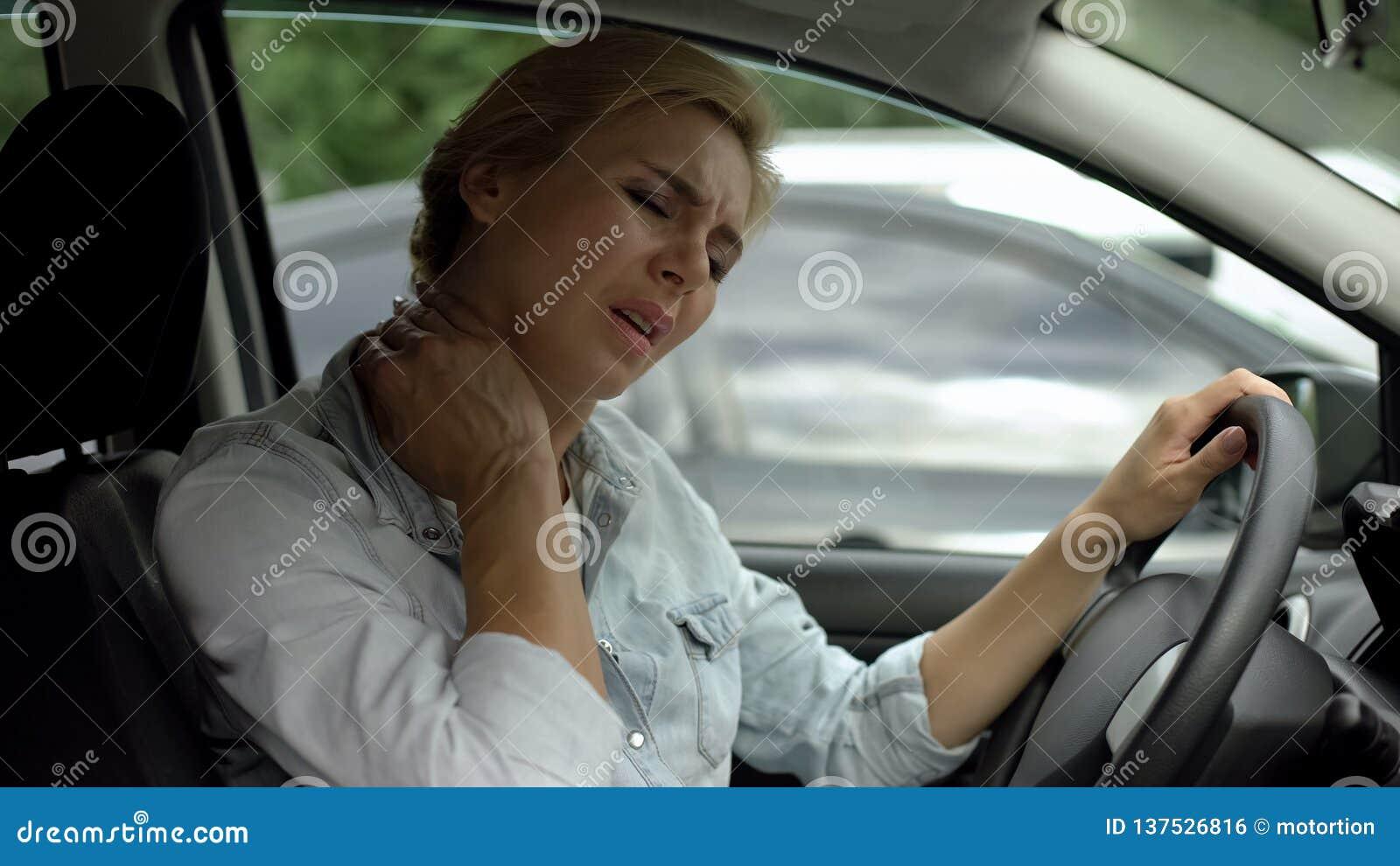 女性司机感觉脖子痛,背部肌肉炎症,惯座生活方式