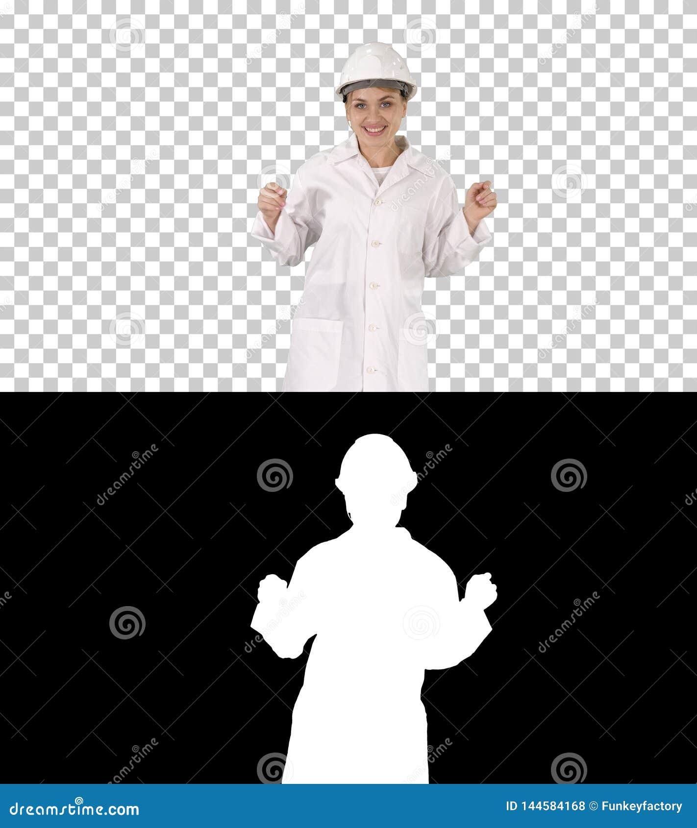 女性工程师跳舞,阿尔法通道