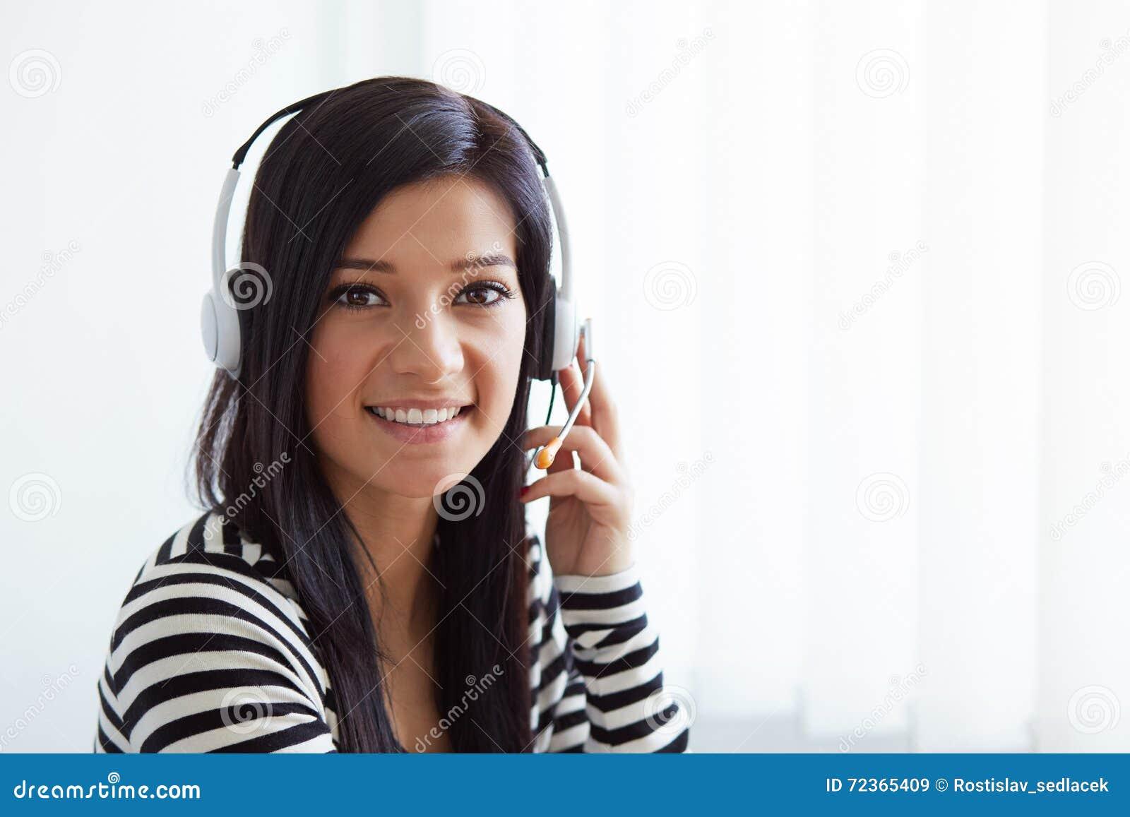 女性用户支持电话操作员