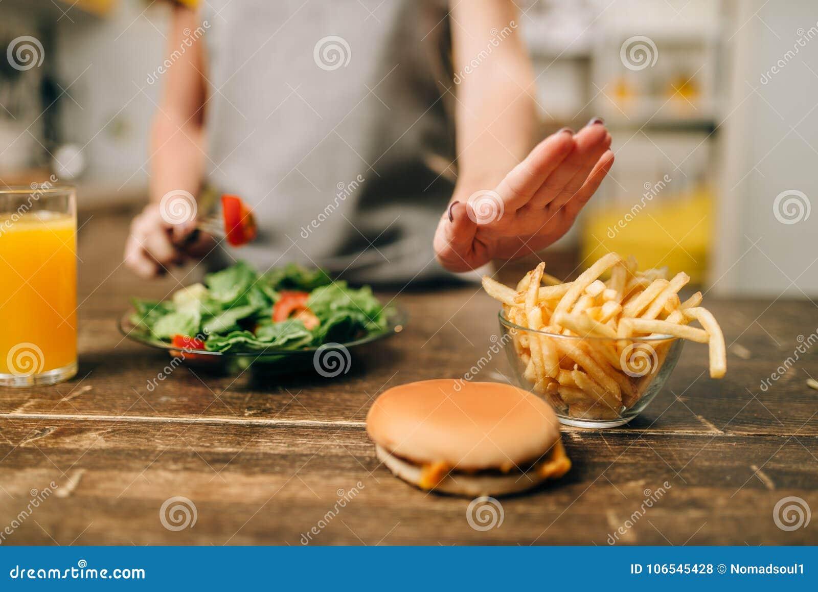 女性选择健康生物食物