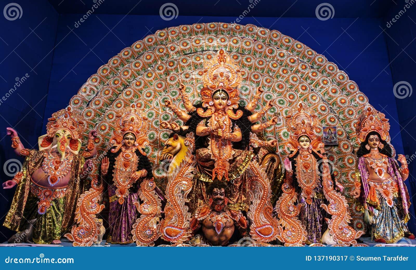 女神杜尔加:杜尔加Puja是在西孟加拉邦庆祝的那个最著名的节日,阿萨姆邦,特里普拉并且现在是庆祝的w