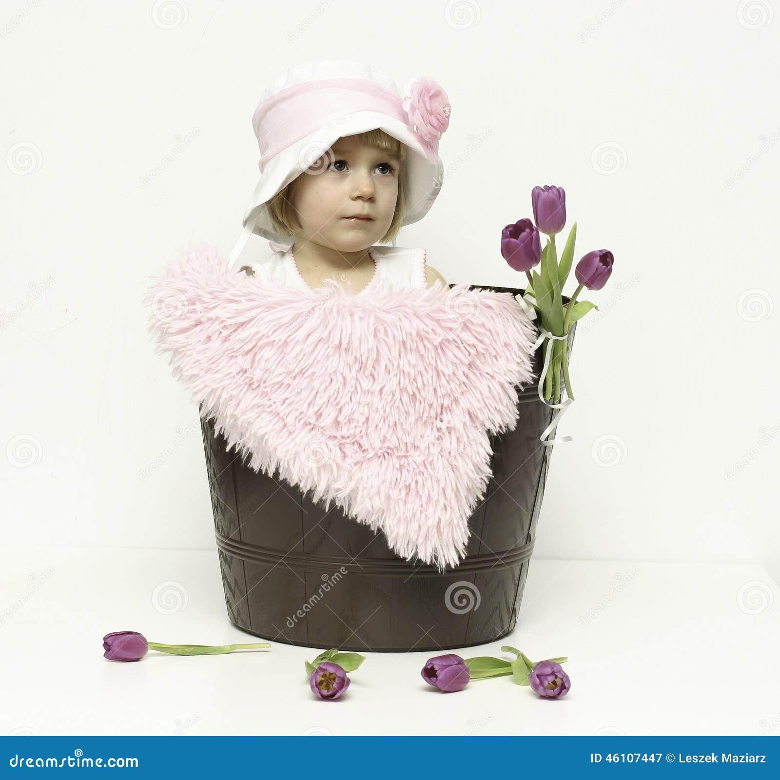 女婴和郁金香