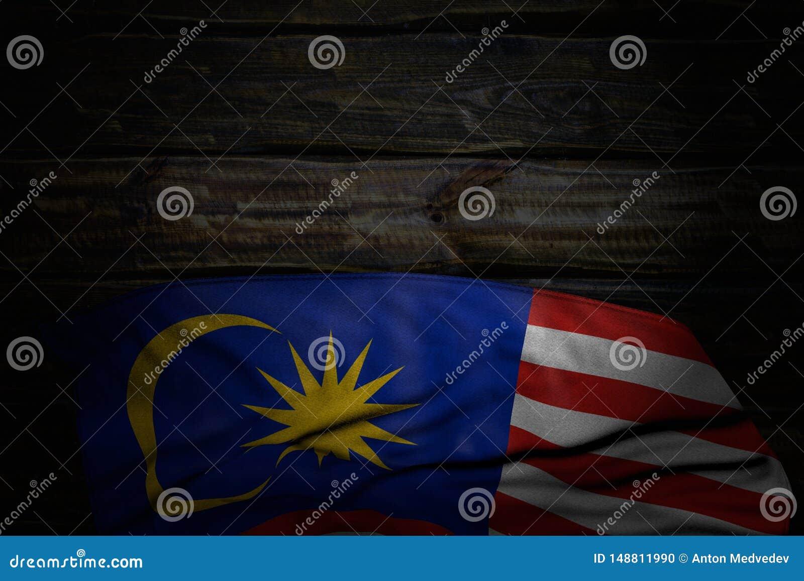 好的国庆节旗子3d例证-马来西亚旗子黑暗的照片与大折叠的在与空的空间的老木头为