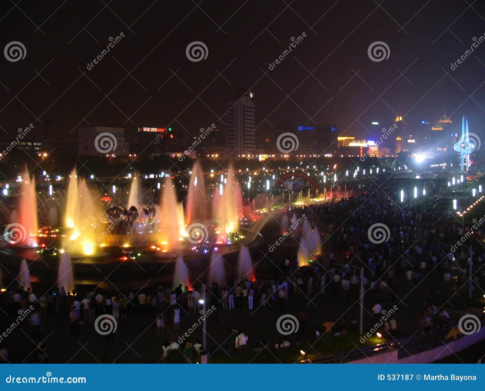 Download 好的水 库存图片. 图片 包括有 喷泉, 晚上, 潮湿, 仿效, 浸泡, 洪流 - 537187