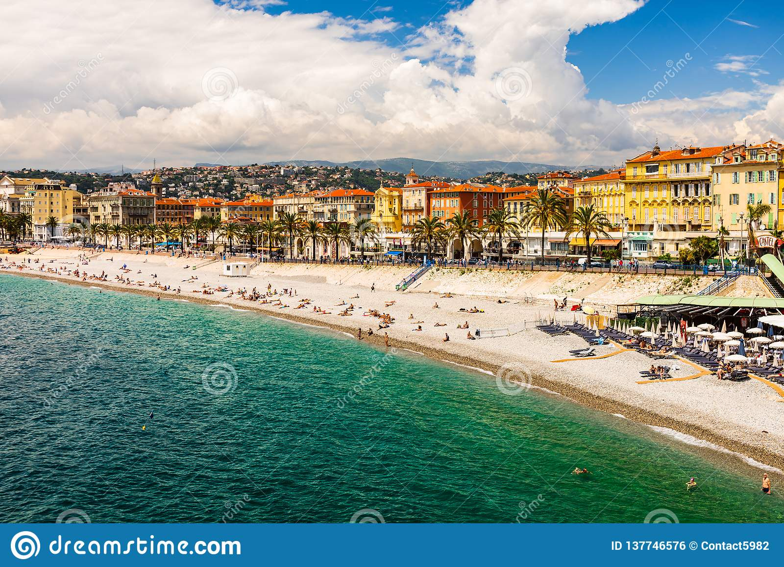 好,法国- 2019年 尼斯海岸线和海滩,法国海滨全景