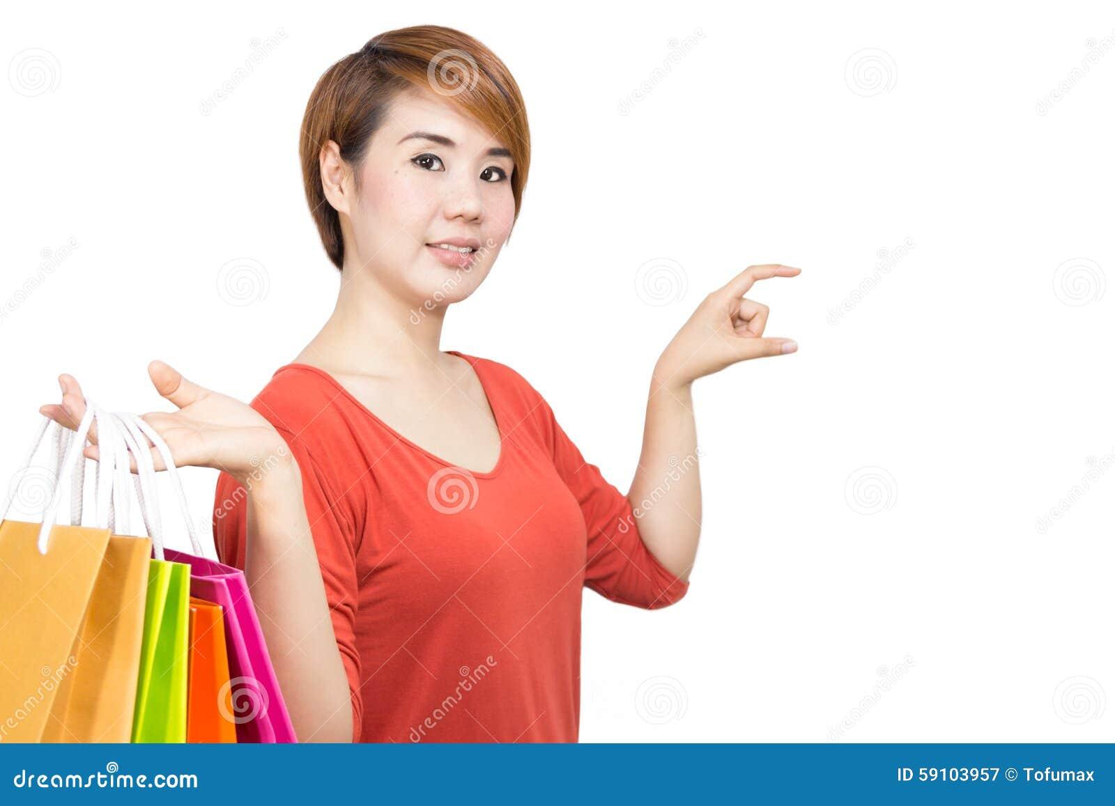妇女举行购物袋