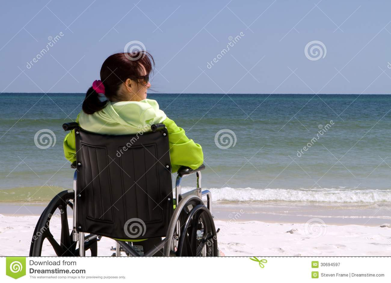 妇女伤残海滩