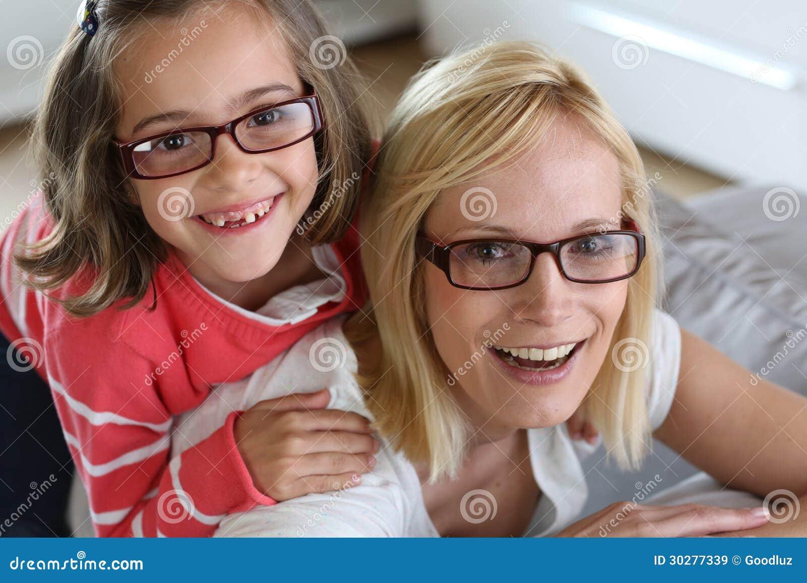 妇女和小女孩画象