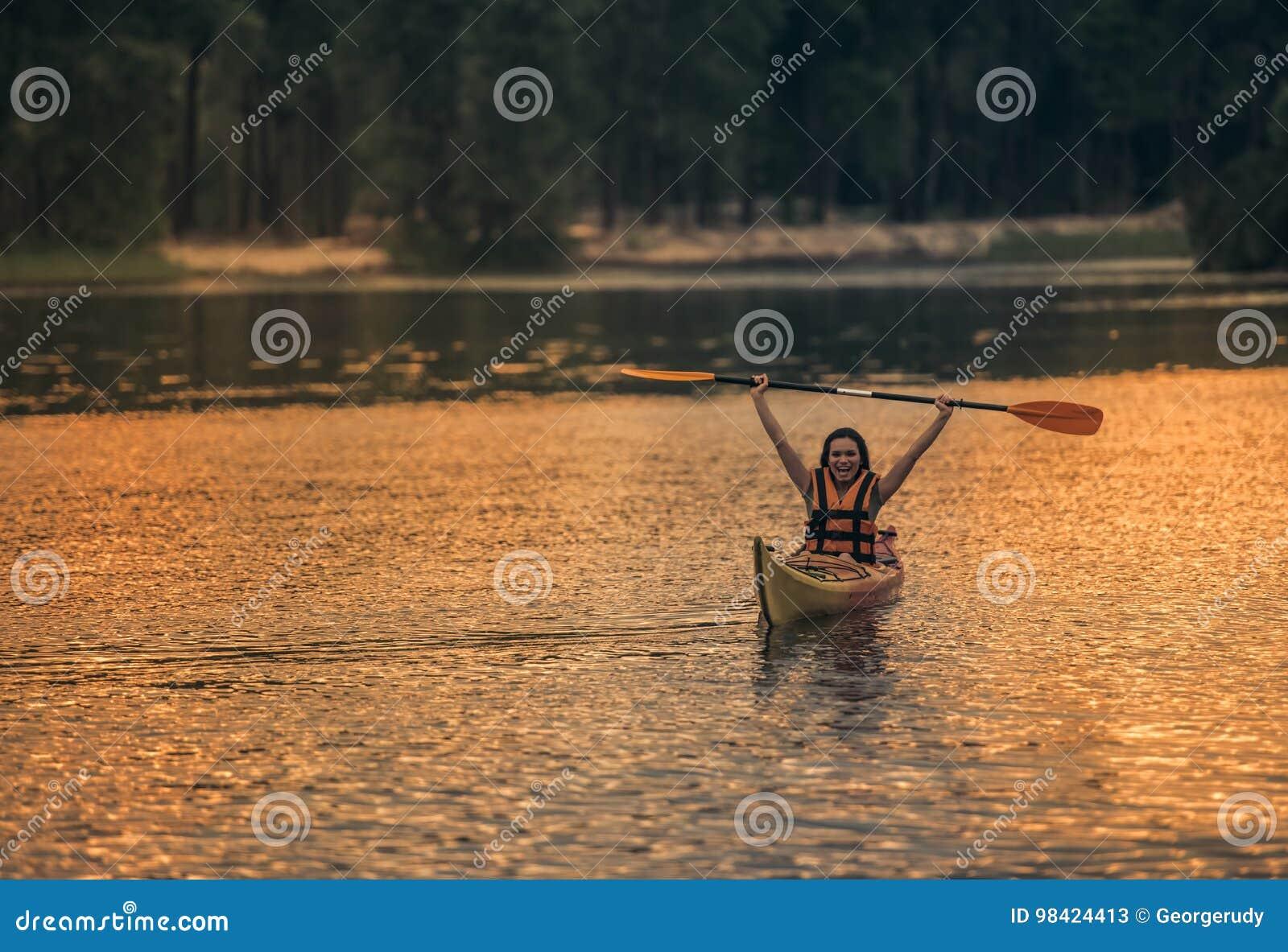 妇女和皮船